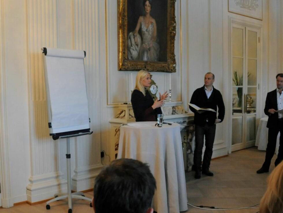 I ILDEN: Mette-Marit deltok aktivt under seminaret. Foto: Det kongelige hoff/Kronprinsparets Facebookside