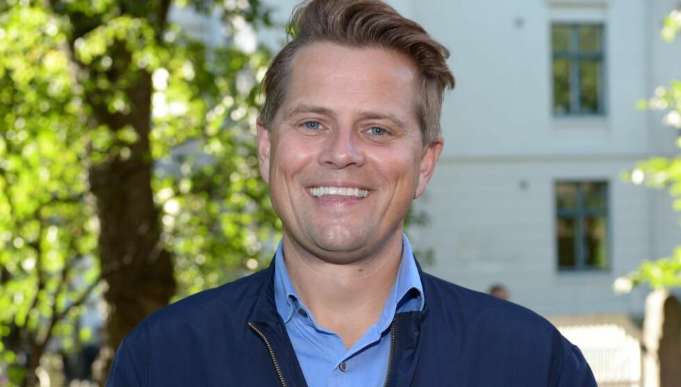USIKKER: TV-personlighet Robert Stoltenberg innrømmer at han synes det er lettere å spille rollefigurene sine enn å være seg selv. Her er han avbildet på Aschehougs hagefest i august 2012. Foto: Stella Pictures