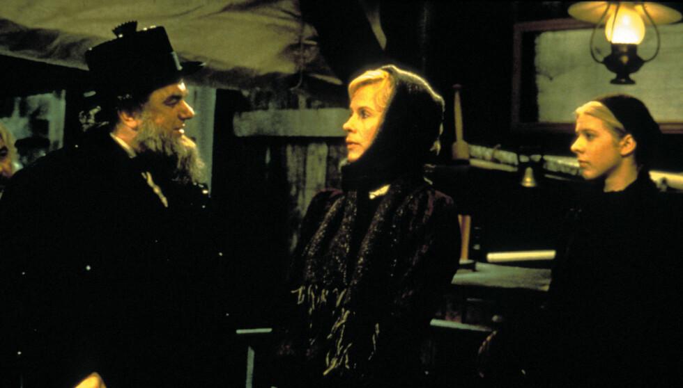 IBSEN: I 1978 spilte Charles Durning karakteren Dr. Thomas Stockmann, i Henrik Ibsens stykke «En folkefiende» fra 1882. I midten, den svenske skuespillerinnen Bibi Andersson. Foto: Stella Pictures