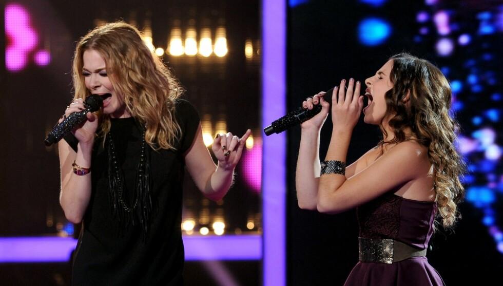 SKANDALE PÅ SCENEN: Leann Rimes ble beskyldt for å være full på scenen etter at hun onsdag sang sin hit «How Do I Live» på «X Factor» i USA sammen med den 13 år gamle finalisten Carly Rose Sonenclar. Foto: All Over Press