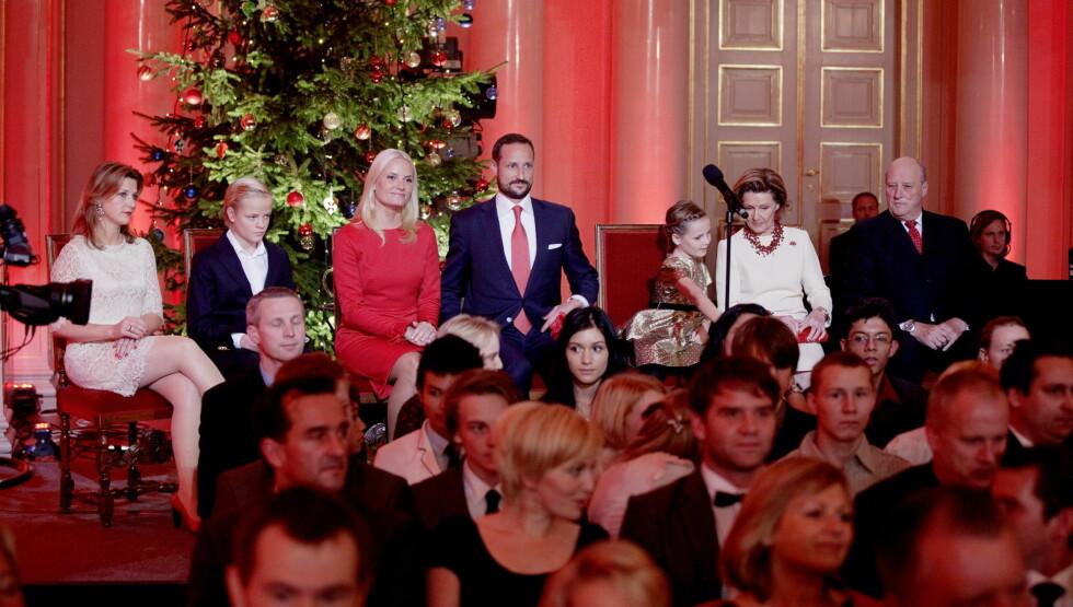 FJORÅRETS KONSERT: Store deler av kongefamilien var representert under konserten i fjor - da kongeparet for første gang inviterte til julekonsert i Store festsal på Slottet. Foto: NTB scanpix