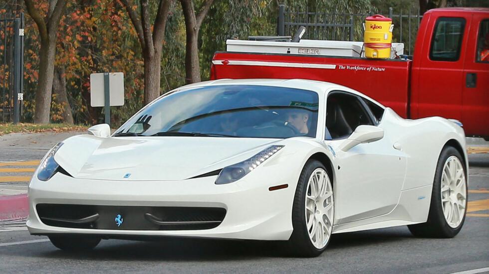 BIEBERS FERRARI: Dette er bilen som paparazzien skal ha jaktet på da ulykken skjedde. Foto: FameFlynet
