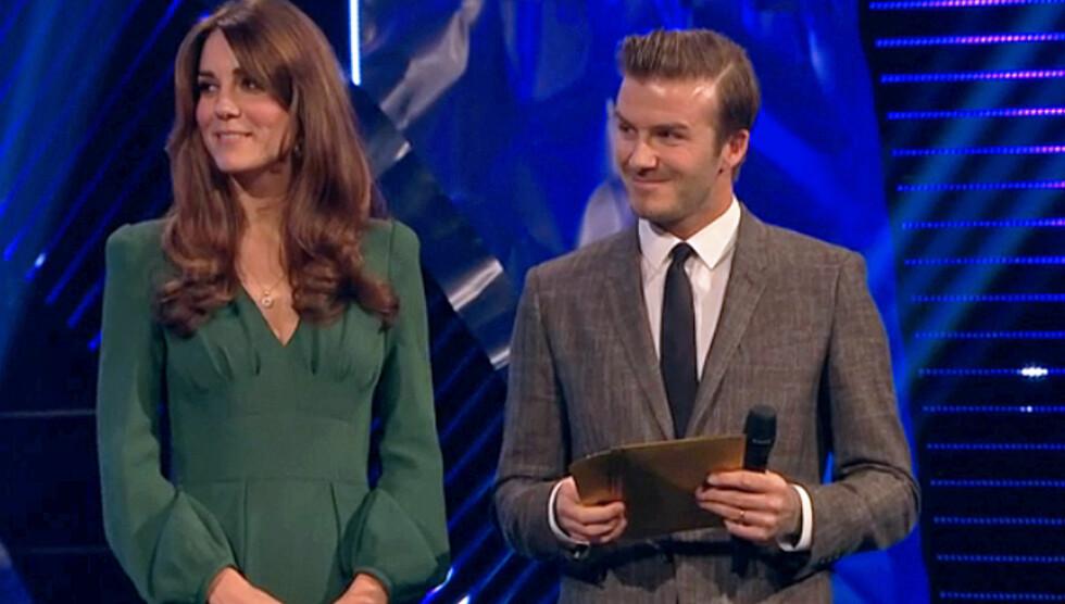 GODE VENNER: Kate sto sammen med David Beckham under prisudelingen i England.  Foto: Stella Pictures