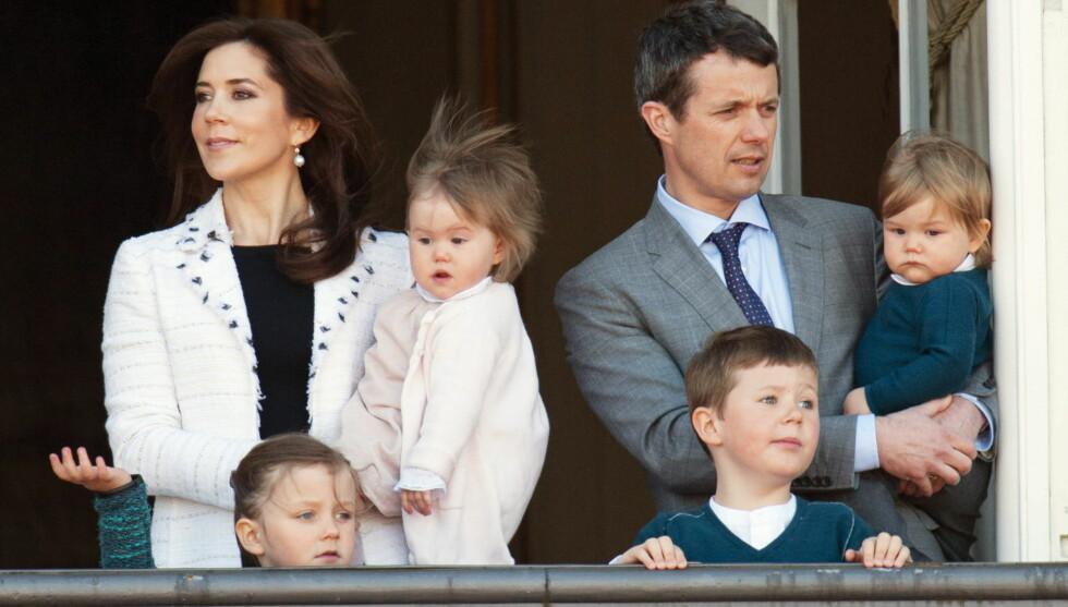 FEIRER ALENE: Krornprins Frederik og kronprinsesse Mary blir hjemme i København sammen med barna Isabella (f.v), Josephine, Christian og Vincent. Foto: UK Press/Press Association Image