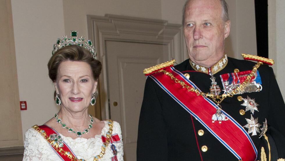 KONDOLERER: Skytetragedien i USA har sjokkert en hel verden - inkludert kong Harald og dronning Sonja. Foto: UK Press/Press Association Image
