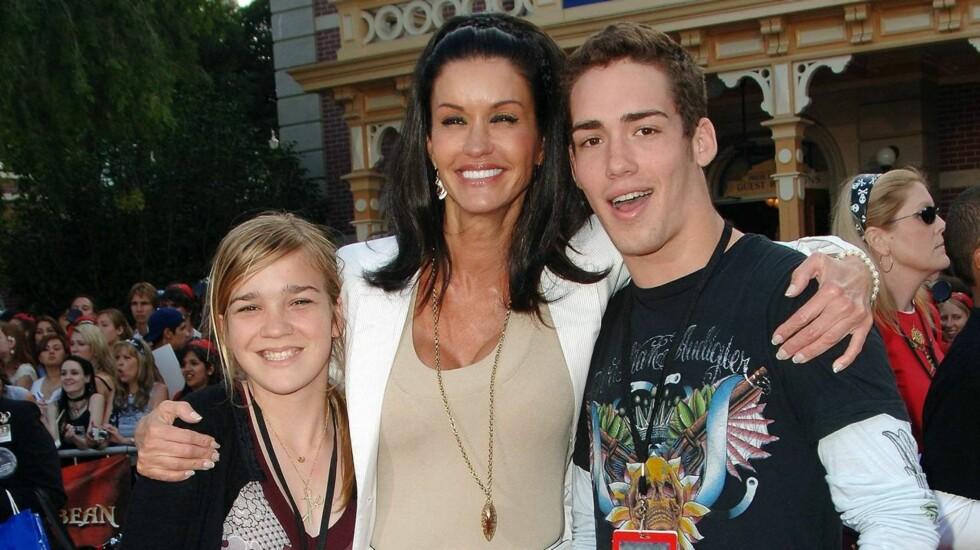 PLANLEGGER BRYLLUP: Janice Dickinsons barn Nathan og Savannah skal være glade på morens vegne. Foto: All Over Press