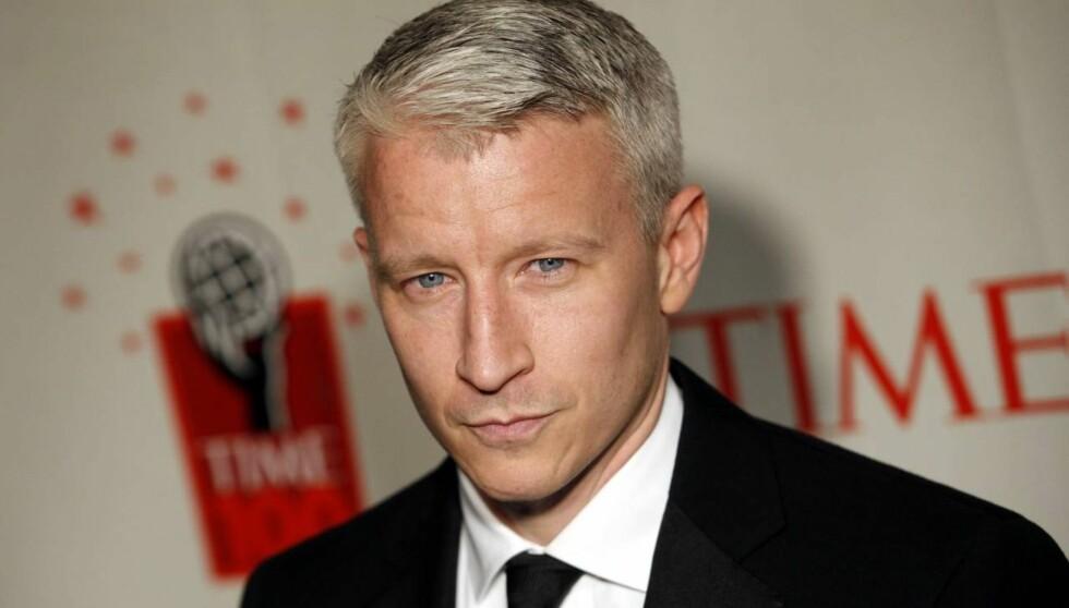 AVSLAPPET: TV-kjendis Anderson Cooper går ikke i dress privat, da sverger han heller til ett par jeans fra merket APC. - De trenger ikke vasket på seks måneder, forteller han begeistret. Foto: AP