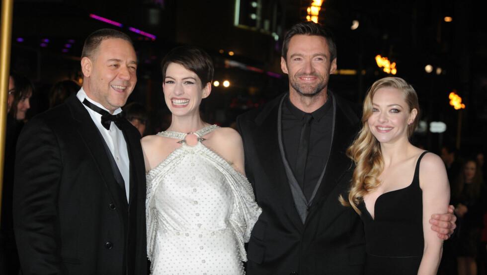 PÅ PREMIEREN: Anne Hathaway spiller mot Russell Crow, hugh Jackman og Amanda Seymore i «Les Miserables». Foto: Fame Flynet