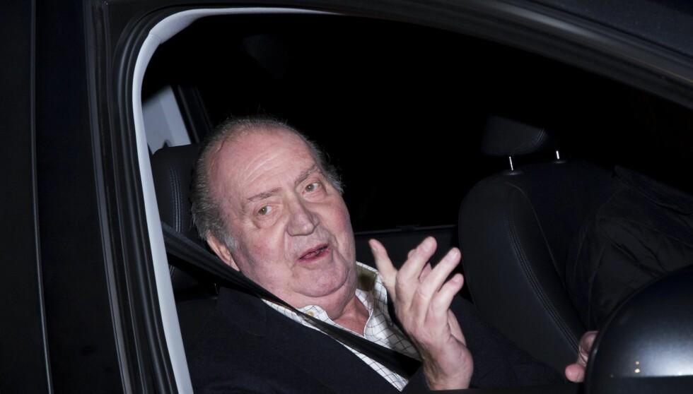 VED GODT MOT: Kong Juan Carlos var i godt humør da han forlot sykehuset. Nå venter en måned hvile før han er helt frisk igjen. Godt julen står på trappene! Foto: All Over Press