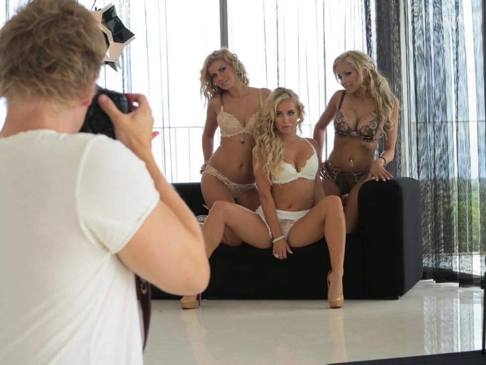 LEKENT: Trioen vet å leke seg foran kamera. Foto: TV 2 Bliss