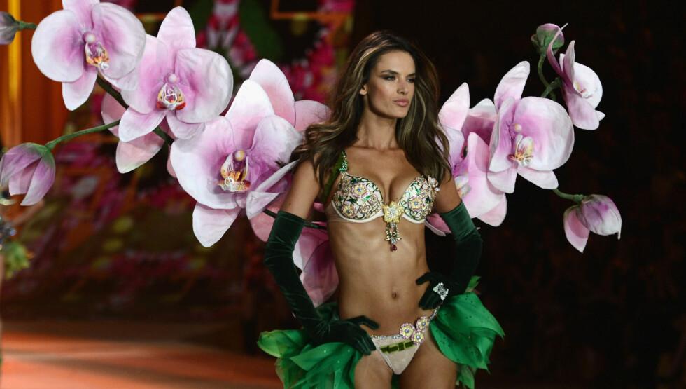 LUKSUS-BH: Alessandra Ambrosio fikk æren av å posere med Victoria's Secrets Fantasy Bra under klesmerkets visning tidligere i år. BH-en er verdt 15 millioner kroner. Foto: All Over Press