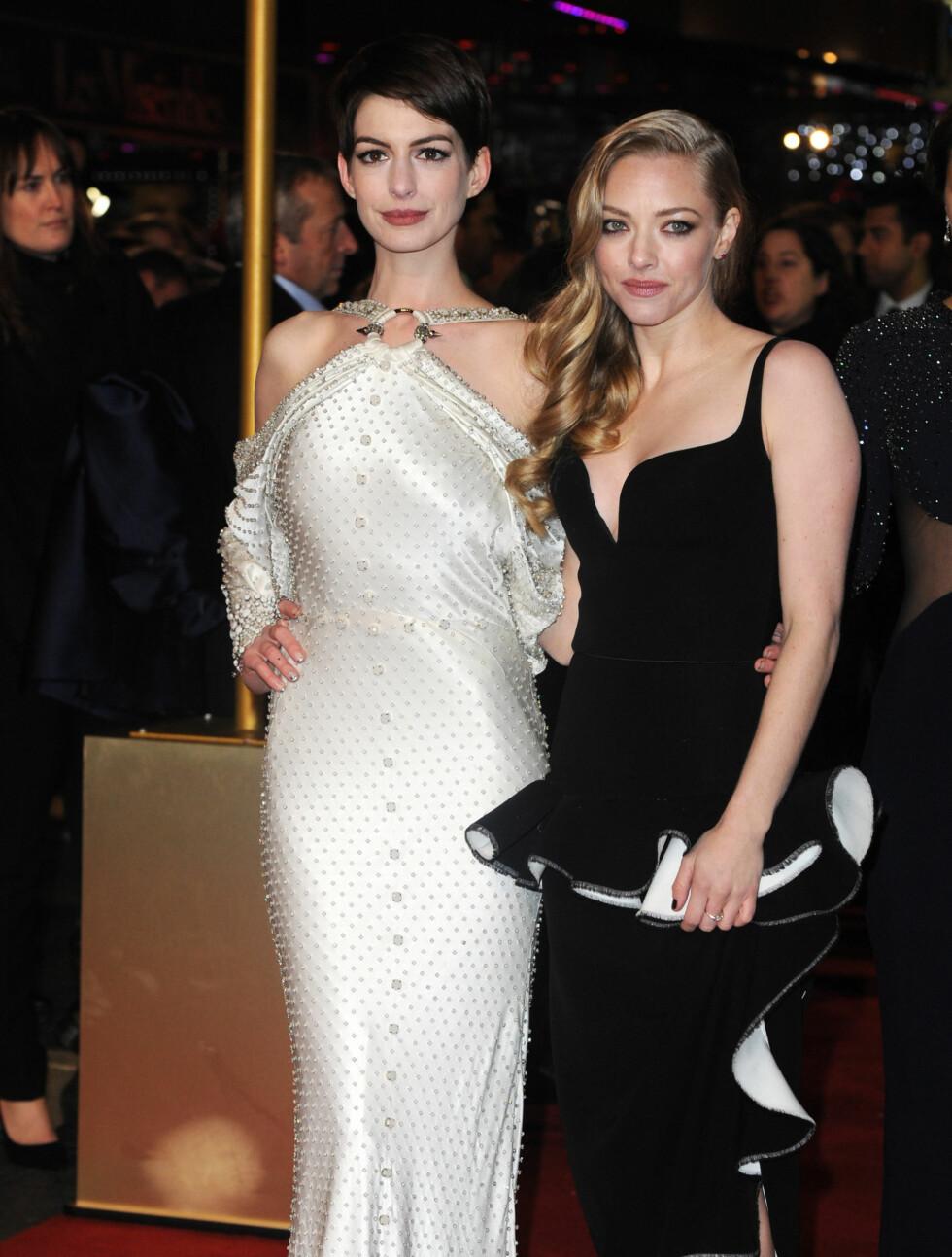 «LES MISERABLES» PREMIERE I LONDON: Anne Hathaway og Amanda Seyfreid Foto: Stella Pictures