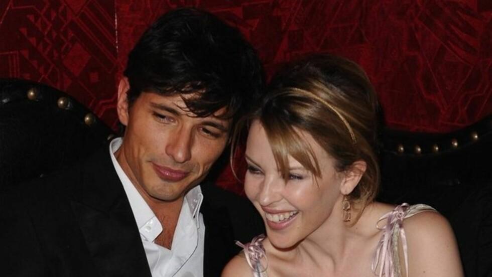 PENT PAR: Siden 2008 har Kylie Minogue vær sammen med den ti år yngre spanske modellen Andres  Velencoso. Foto: Stella Pictures