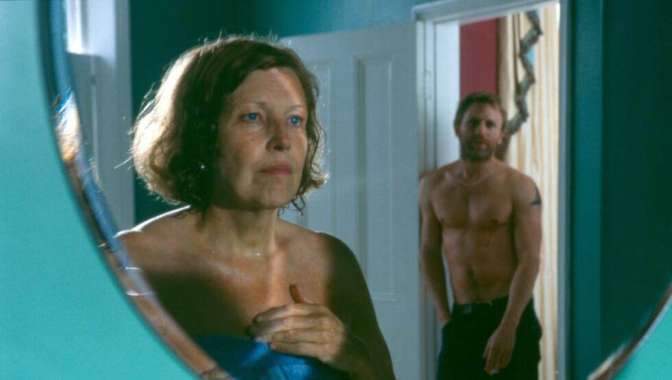 HETT: Daniel Craig synes sexscenen med 33 år eldre Anne Reid var fantastisk å spille inn. Foto: CCV/Oro Film