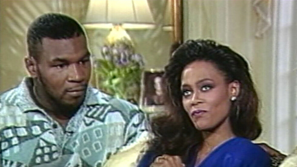 UBLIDT MØTE: Fra 1988 til 1989 var Mike Tyson gift med Robin Givens. Før skilsmissen var gjennomført delte Givens en het natt med Brad Pitt. Foto: All Over Press