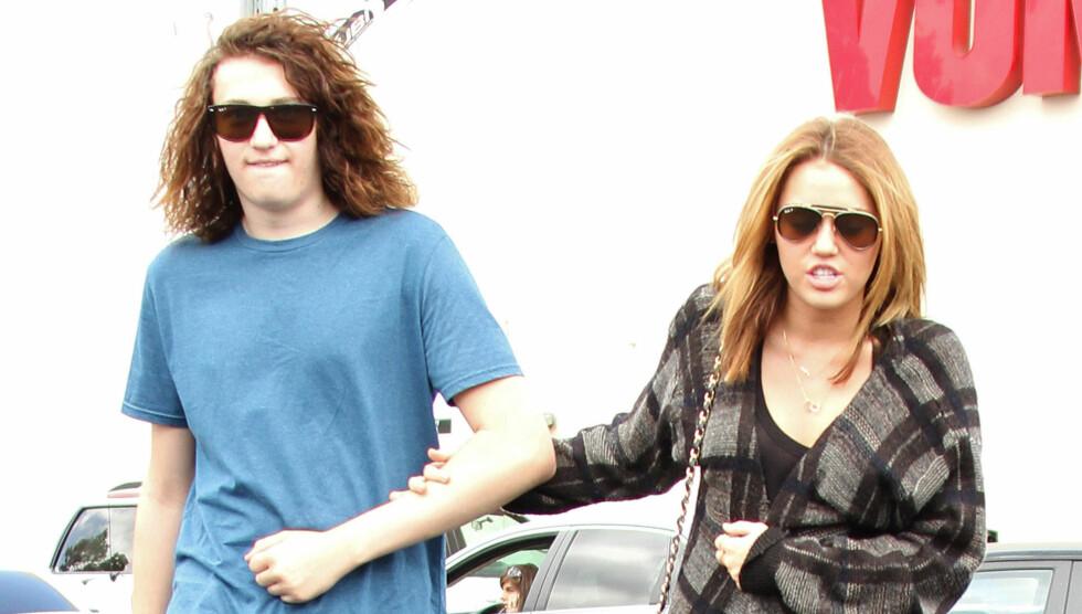 CELEBER SØSTER: Det er bare ett år som skiller Braison og Miley Cyrus. Dette bildet er fra 2009. Foto: Stella Pictures