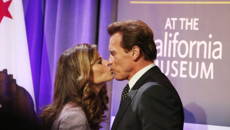 «DON'T KISS AND TELL»: Arnold Schwarzenegger vier affæren han hadde med hushjelpen noen knappe linjer i sin ferske selvbiografi - kanskje for å skåne både seg selv og ekskona Maria Shriver (bildet)? Her er det tidligere ekteparet avbildet sammen i 2 Foto: STELLA PICTURES