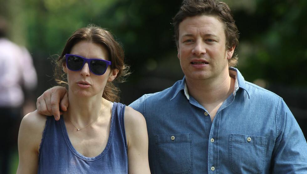 FERDIG MED FIRE: Stjernekokken Jamie Oliver mener at han og Jools har mer enn nok med sin lille sønn og tre døtre, og ønsker å fokusere mer på parforholdet. Men kona er visst ikke like overbevist. Foto: Fame Flynet