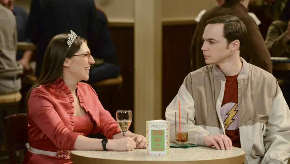 """TV-STJERNE: Mayim Bialik spiller rollen som Amy i komiserien """"Big Bang Theory"""". På 90-tallet er hun fra ungdomsserien """"Blossom"""". Foto: TVNorge"""