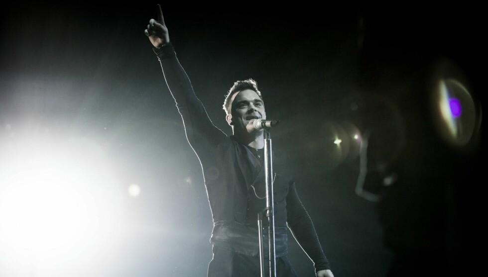 ENTERTAINER: Robbie Williams legger ut på stor turné til sommeren, men kommer ikke til Norge. Her fra en konsert i London tidligere denne måneden. Foto: All Over Press