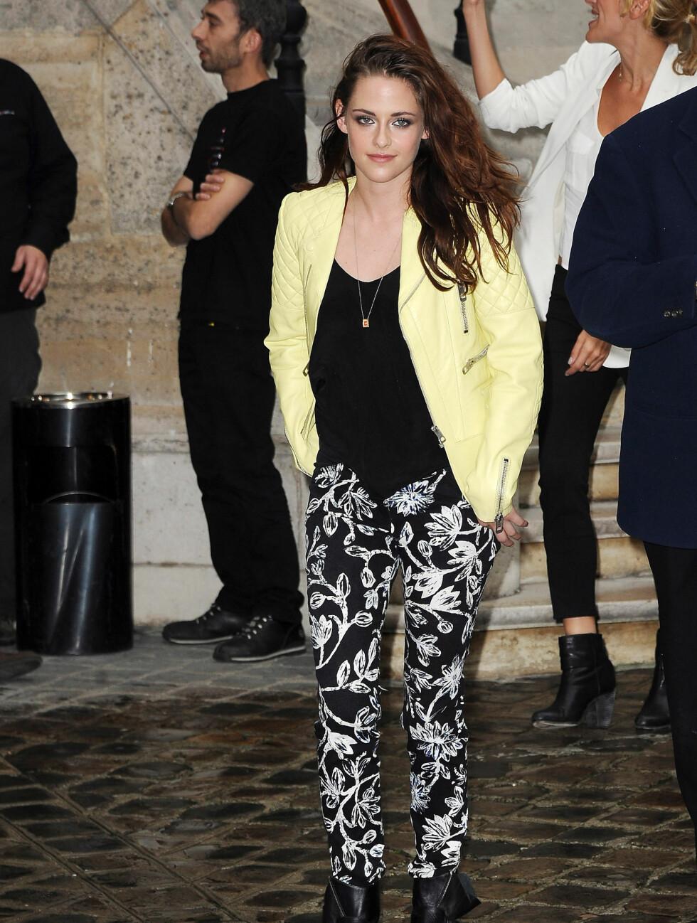 FØR: Kristen Stewart på Paris Fashion Week i september.  Foto: All Over Press