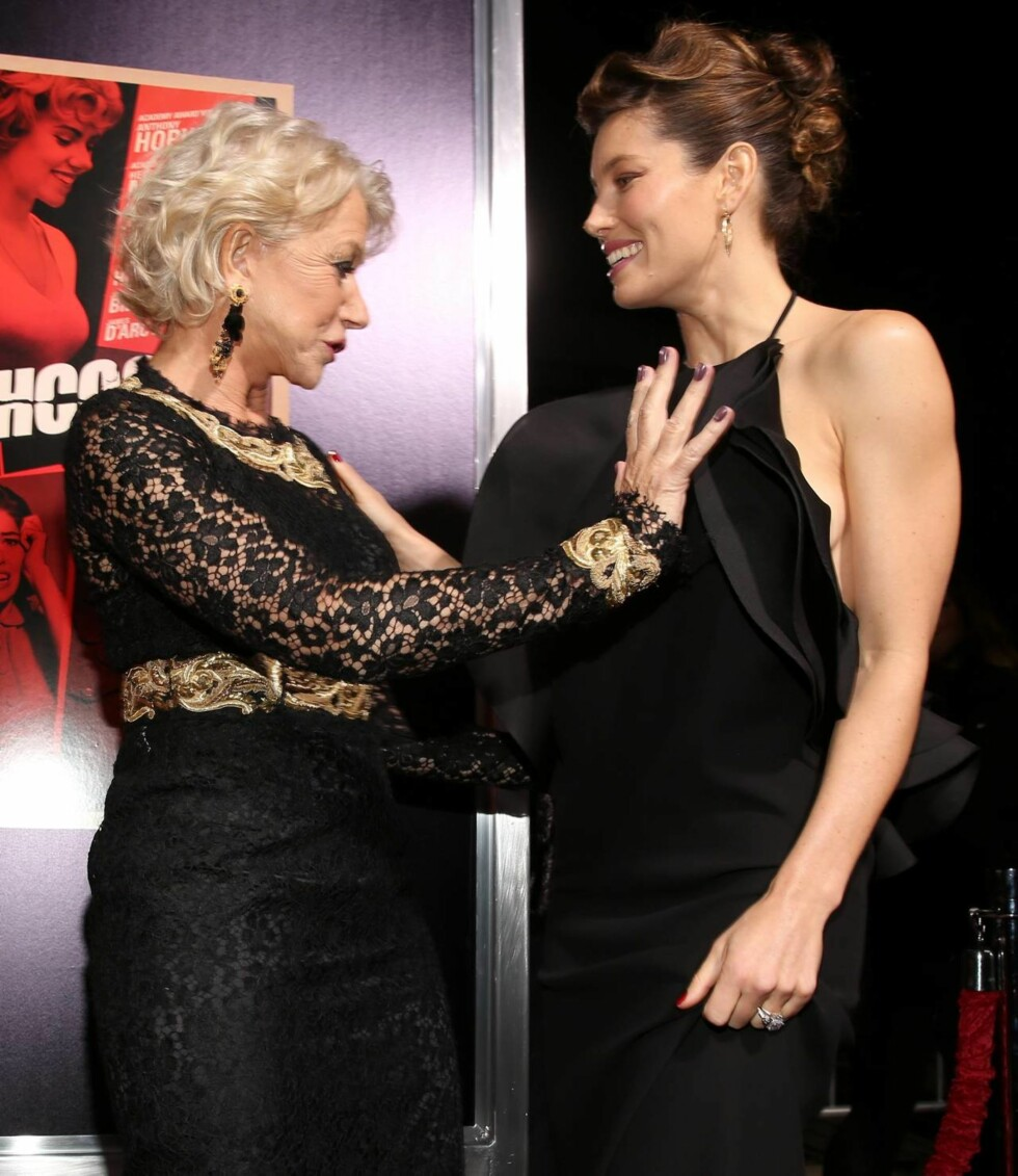 FLOTTE DAMER: Helen Mirren i en sort blondekjole fra Dolce Gabbana og Jessica Biel i en lekker Gucci-kjole. Foto: All Over Press