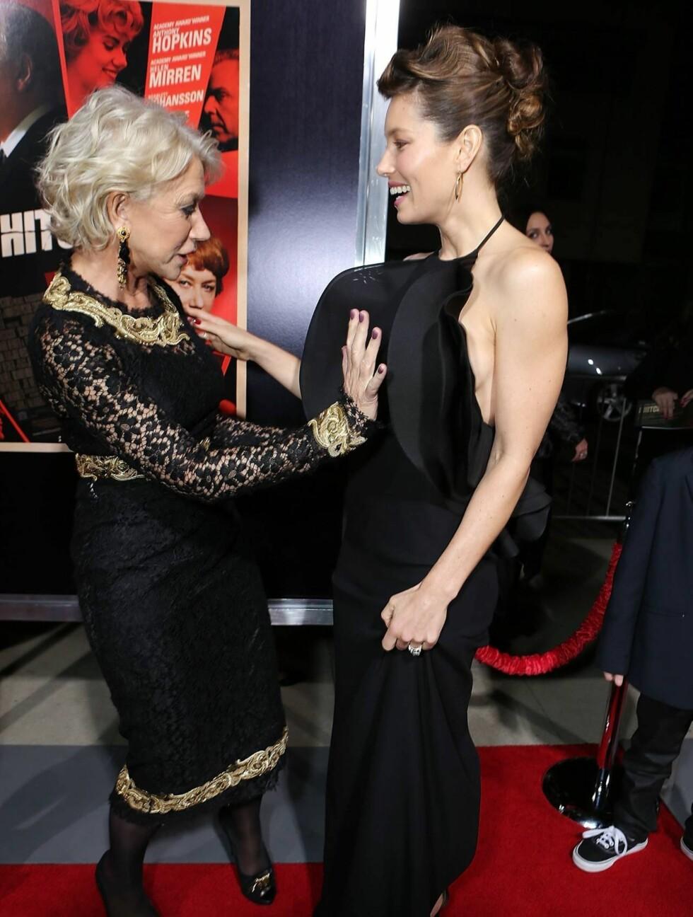 FASCINERT: Helen Mirren ble fascinert av draperingene på 30-åringens kjole. Foto: All Over Press