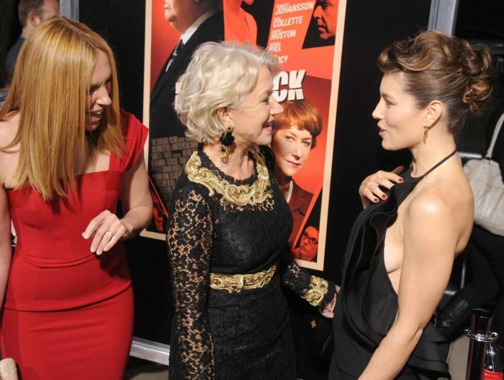 KOLLEGAER: Toni Collette, Helen Mirren og Jessica Biel hadde mye å snakke om under premieren på «Hitchcock» tirsdag kveld. Foto: All Over Press