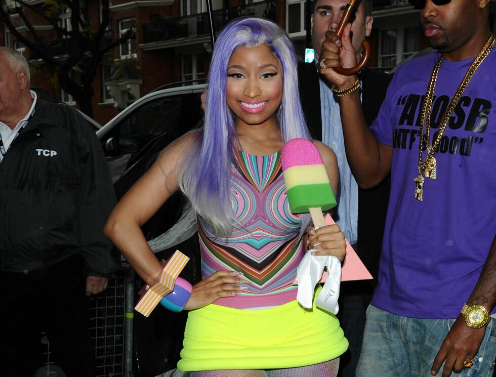 20th April 2012. Singer Nicki Minaj leaves her London Hotel with foam lollypop ! Credit: Eade/GoffPhotos.com  Ref: KGC-102  PhotGC-102/E02/Eade/GoffPhotos.com Code: 4081 COPYRISTELLAELLA PICTURES Foto: Stella Pictures