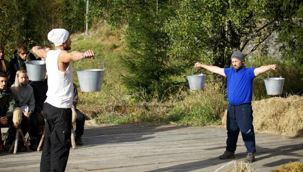 UT OG HJEM: - Jeg var ganske sliten på det tidspunktet. Men hvis jeg først skulle tape for noen var det bra at jeg tapte mot Endre, sier Dag Egil Rugås, som i søndagens «Farmen» måtte gi tapt i melkespannholding. Foto: TV 2