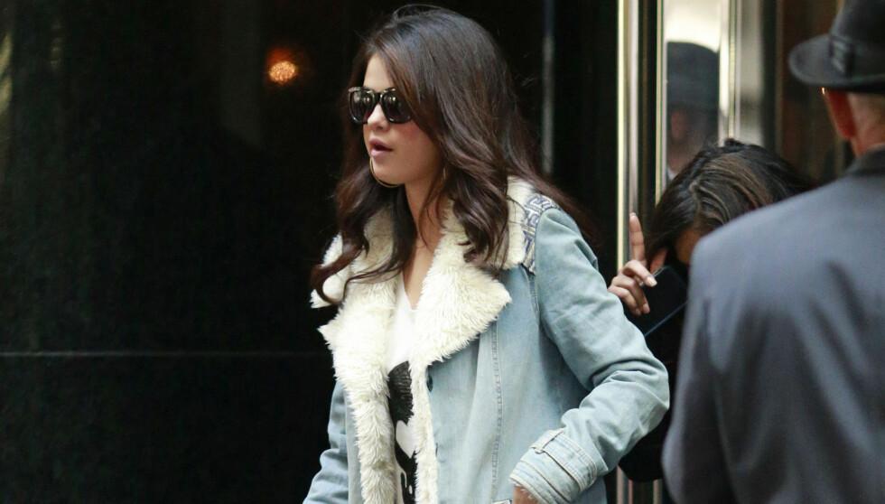STENGER HAM UTE: Selena Gomez og Justin Bieber skal angivelig ha diskutert forholdet sitt søndag forrige uke, men tydeligvis førte ikke samtalen frem. Nå skal hun nemlig ha blokkert ham fra å kontakte henne på noe vis. Her er 20-åringen avbildet i N Foto: All Over Press