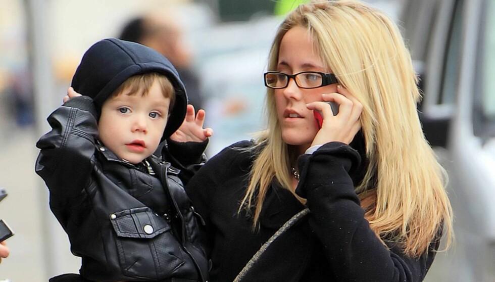 MED SØNNEN: Her er Evans sammen med sin egen sønn, Jace. Evans har ikke omsorgsrett for sønnen, som bor hos moren hennes. Foto: All Over Press