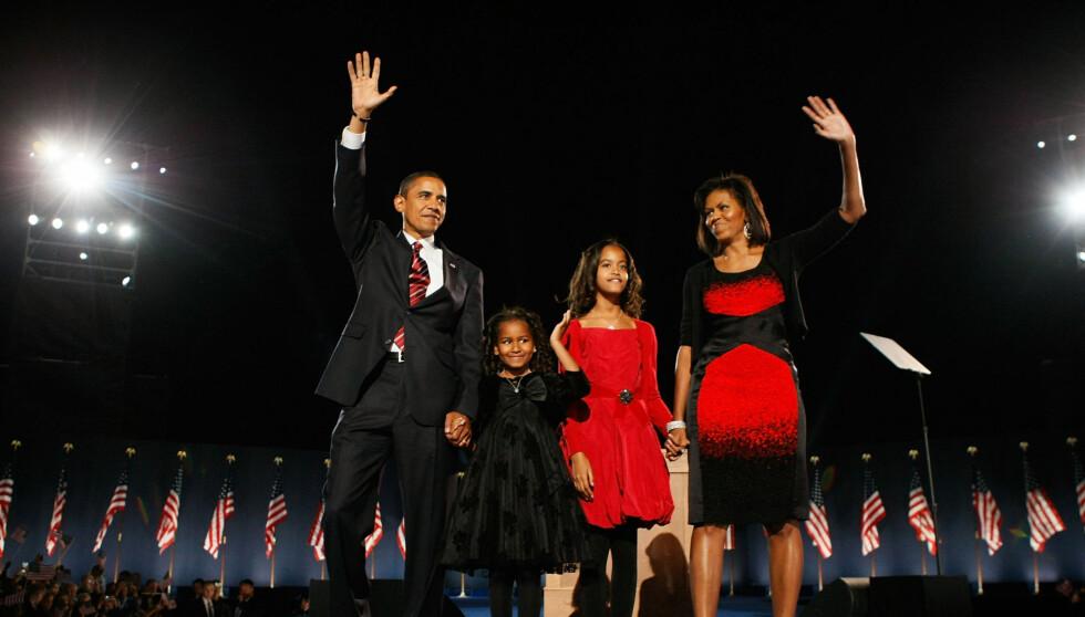 FIRE NYE ÅR: Michelle og barack Obama hadde med seg døtrene Sasha (11) (t.v.) og Malia (14) ut på scenen da han ble gjenvalgt sist onsdag.  Foto: All Over Press