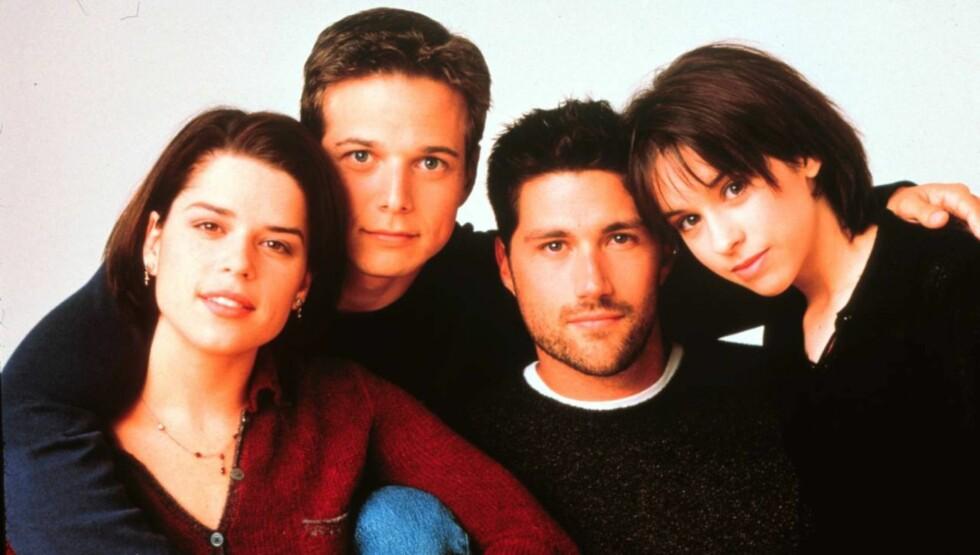 """KJENT GJENG: Soctt Wolf spilte sammen med Neve Campbell (39), Matthew Fox (46) og  Lacey Chabert (30) i den populære dramaserien """"Party of Five"""" fra 1994 - 2000. Foto: TV 2"""