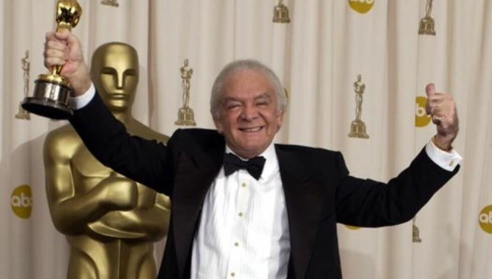 GIKK BORT: Den prisbelønte film- og Broadway-produsenten Martin Richards døde mandag, 80 år gammel. Her er han avbildet i 2003, etter å ha mottatt Oscar for filmmusikalen «Chicago».   Foto: All Over Press
