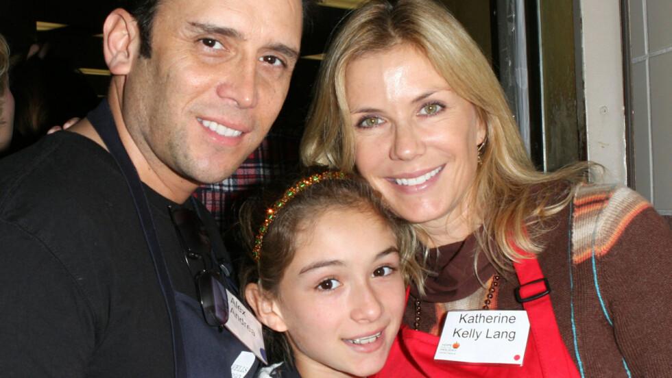 KJÆRLIGHETEN TOK SLUTT: Katherine Kelly Lang med ektemannen og datteren da de fremdeles var en lykkelig familie. Foto: Fame Flynet
