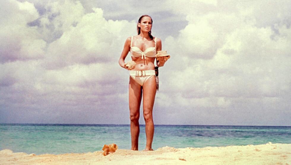 IKON: Ursula Andress spilte mot Sean Connery i den første James Bond-filmen fra 1962. Den da 26 år gamle sveitsiske skuespillerinnens rolle som den sexy Bond-medhjelperen ga henne en Golden Globe-pris samme år. Foto: Stella Pictures