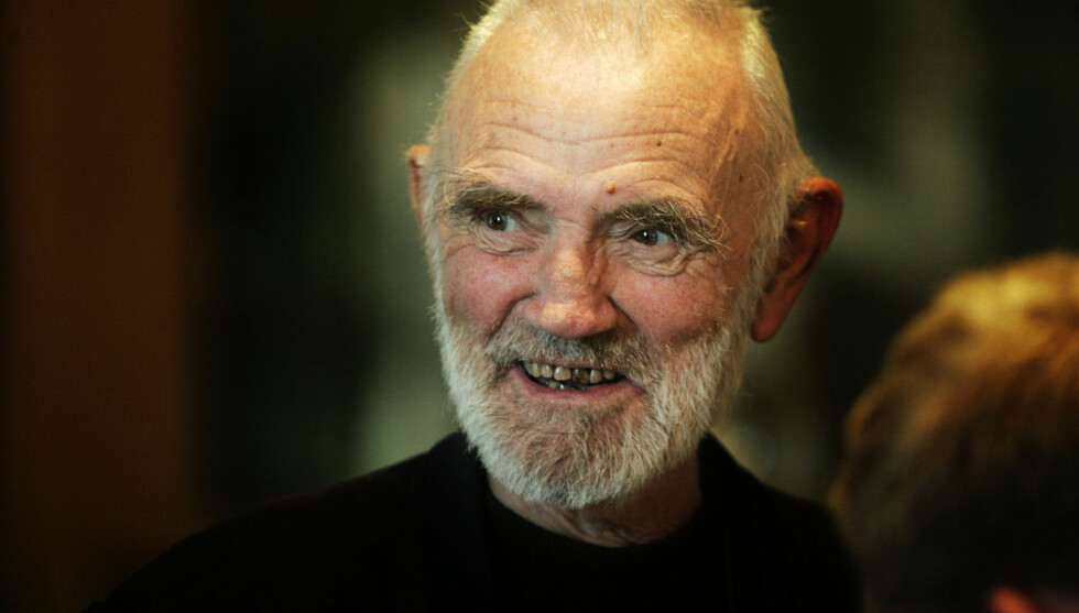 GIKK BORT: Den kjente norske artisten, forfatteren, oversetteren og illustratøren Odd Børretzen sovet inn natt til lørdag etter en måneds sykdom. Han ble 85 år gammel. Her er han avbildet i 2004, i forbindelse med lanseringen av samleplaten «Fra øv Foto: NTB scanpix