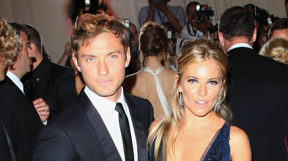 AV-OG-PÅ FORHOLD: Jude Law og Sienna Miller ble sammen i 2003. To år senere gjorde Sienna det slutt da han var utro med barnevakten til sine barn. I 2009 ga de forholdet en ny sjanse, men i 2011 ble det slutt igjen. Foto: All Over Press