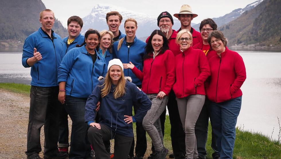 HELE GJENGEN: Her er Amy sammen med programleder Henriette Bruusgaard og resten av deltagerne i «Alt for Norge». Foto: TVNorge
