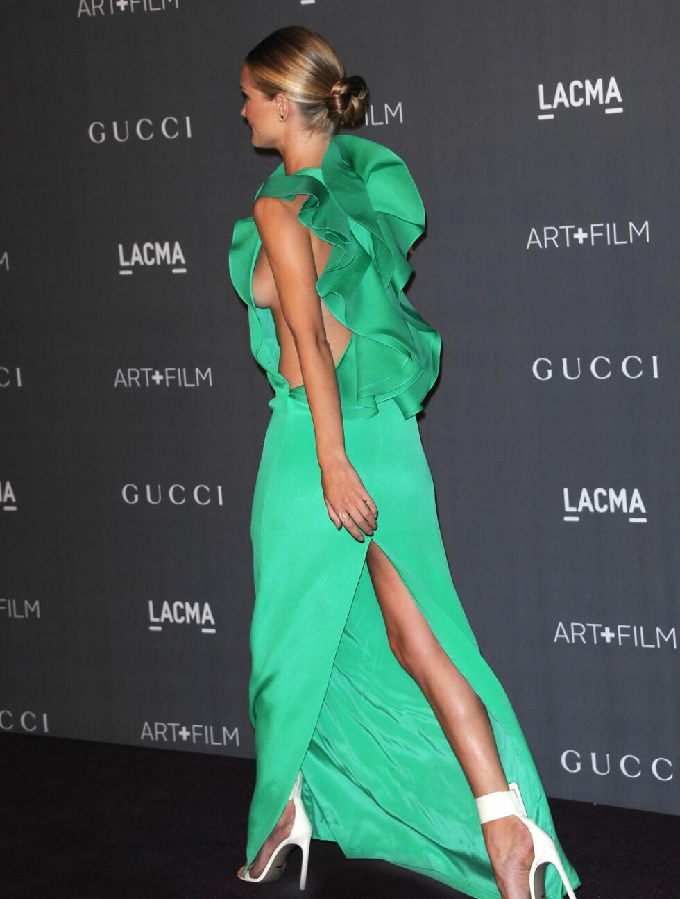 DRISTIG: Den grønne kjolen satt som et skudd på den vakre modellen. Foto: Stella Pictures