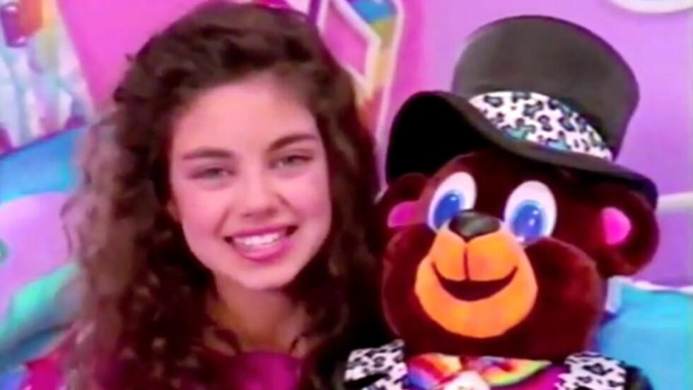 I 1993: Allerede som 9-åring viste Mila Kunis at hun passet godt foran kamera. I denne reklamefilmen for Lisa Frank gjorde hun en uskyldig og lystig figur.  Foto: Skjermdump YouTube