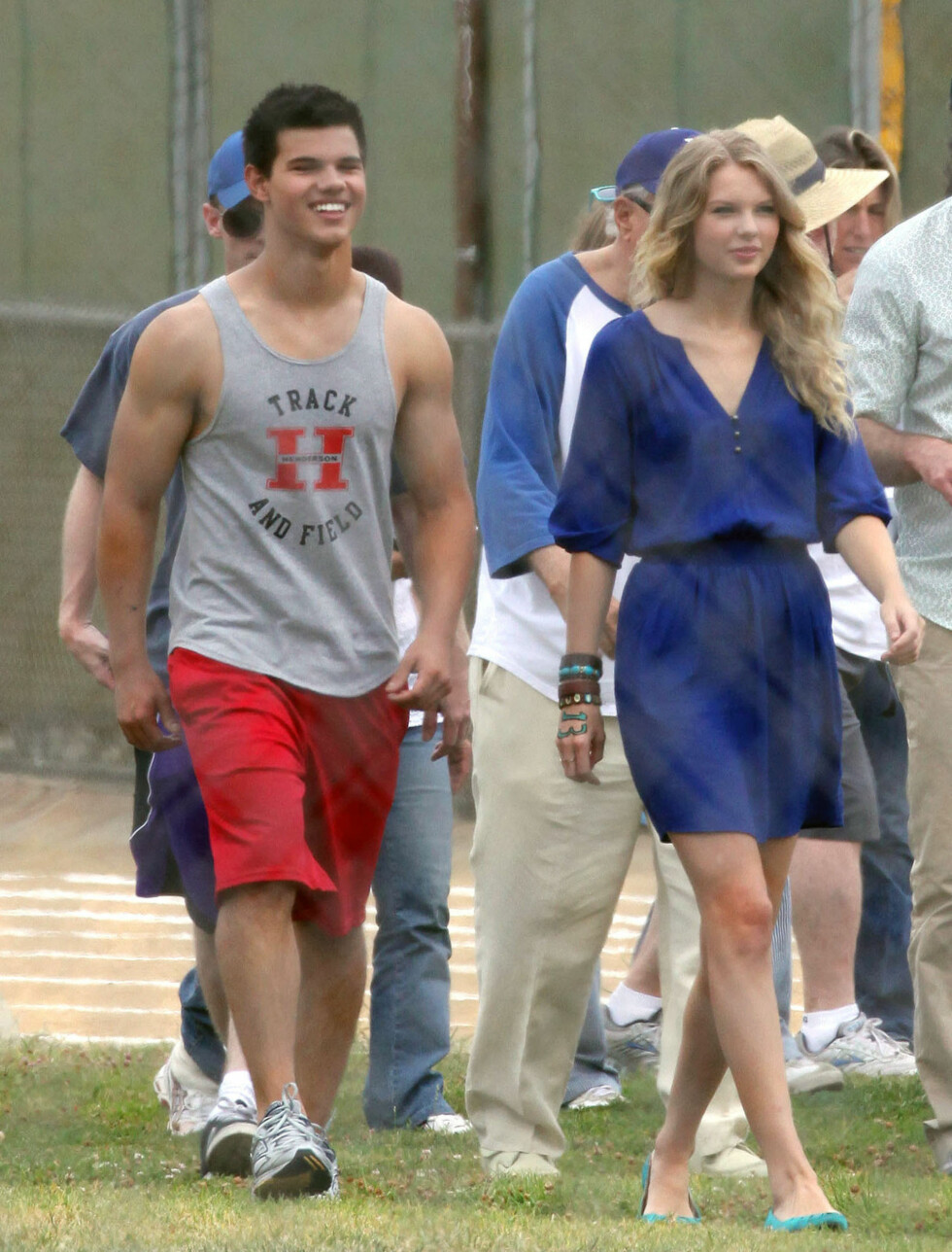 TAYLOR GANGER TO: Samme året som John Mayer og Swift holdt på, hadde sangerinnen et forhold med Twilight-stjerne Taylor Lautner. Foto: Stella Pictures