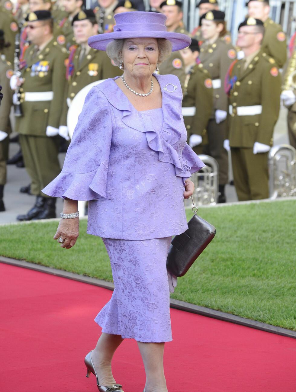 VALGTE LILLA: Dronning Beatrix av Nederland hadde valgt en lilla kjole for anledningen. Foto: FameFlynet
