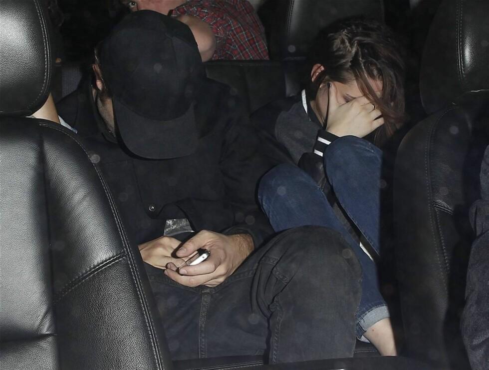 UTRO: Kristen og Robert møtte hverandre under «Twilight»-innspillingen. Forholdet tok brått slutt da Stewart i sommer innrømmet offentlig å ha vært utro med den 19 år eldre regissøren Rupert Sanders - som på sin side var gift med skuespiller Lib Foto: All Over Press