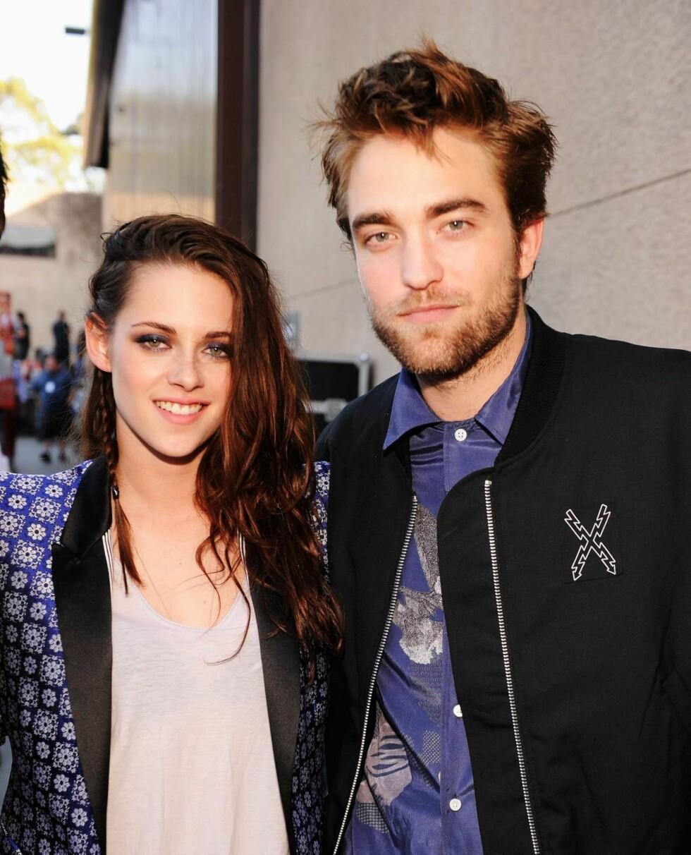 SAMMEN IGJEN: Kristen Stewart bønnfalte kjæresten om å ta henne tilbake igjen etter at nyheten om utroskapen ble kjent. Her er de to fotografert rett før skandalen var et faktum. Foto: All Over Press