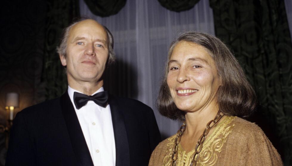 STØTTE: Karin Stoltenberg var en god støtte for sin ektemann. Her fra 1981, da Thorvald var Norges forsvarsminister. Foto: NTB scanpix