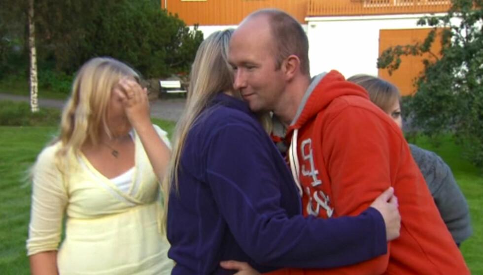 TOK FARVEL: Ann Solveig Johnsen måtte mandag ta farvel med «Jakten på kjærligheten»-bonden Tor Magne Egge Foto: TV 2