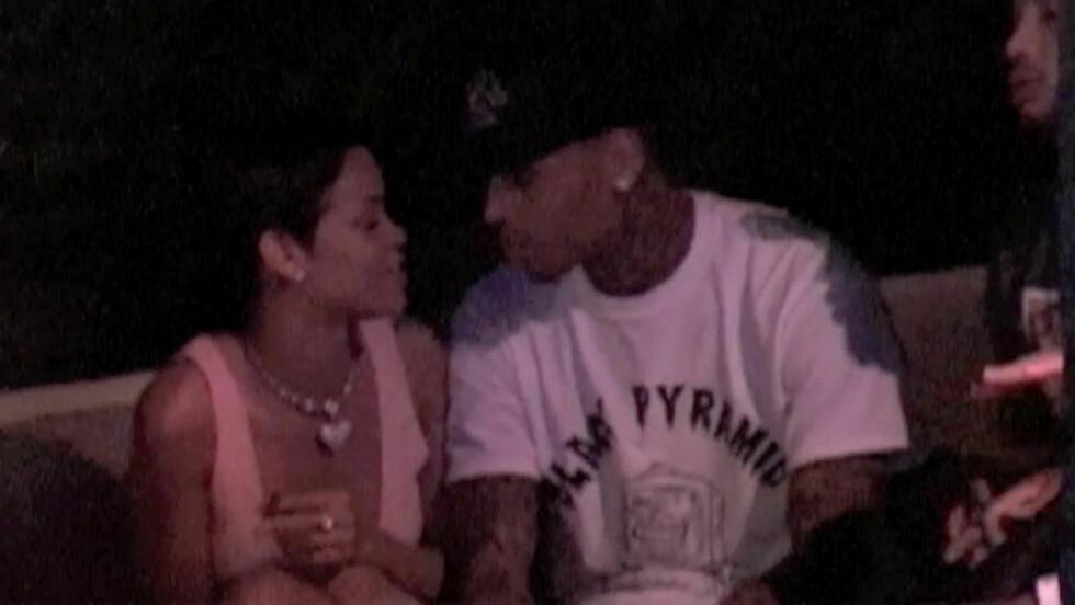 PÅ DATE: Rihanna dater for tiden ekskjæresten Chris Brown. Foto: All Over