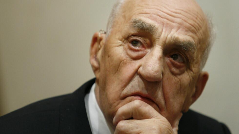 MERKER ALDEREN: Snåsamannen Joralf Gjerstad har blitt 86 år og frykter at han er i ferd med å miste sine spesielle evner.  Foto: SCANPIX